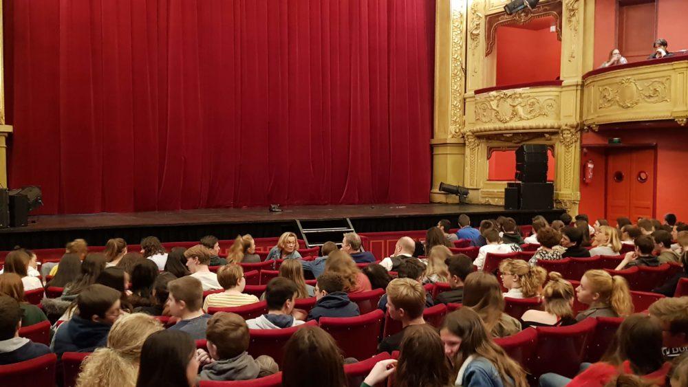 Sortie au théâtre de Saint-Quentin des Lycéens de Saint-Charles