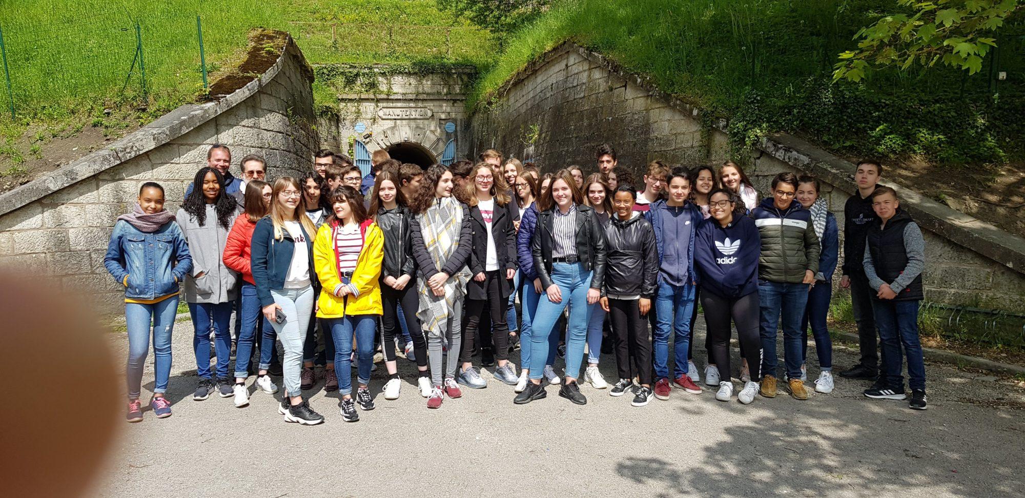 Collégiens de Saint-Charles devant la Citadelle de Verdun