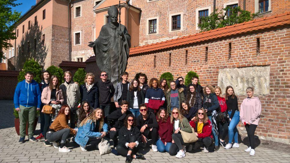 Photographie du groupe de Terminales en voyage en Pologne