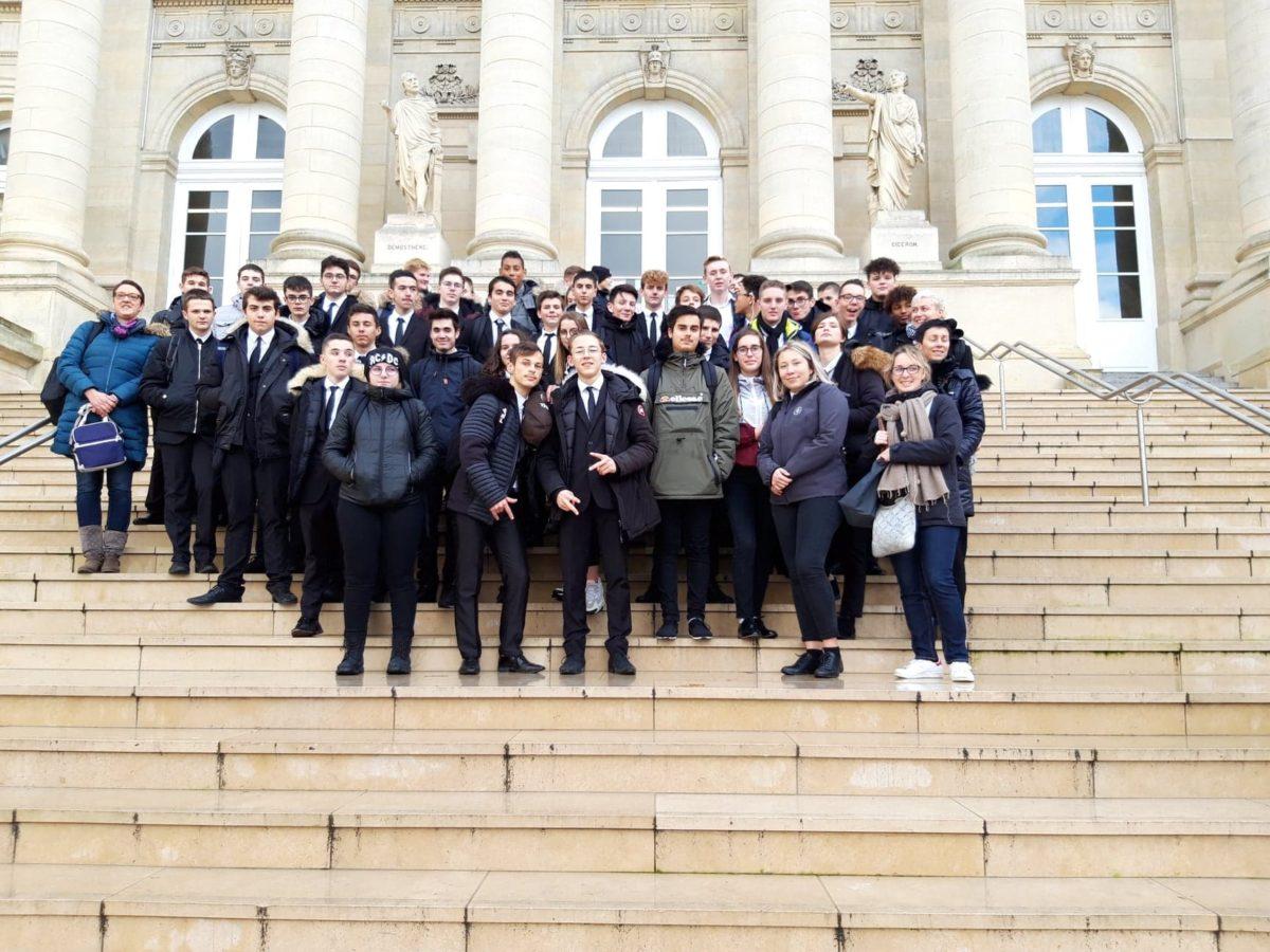 sortie des élèves de saint-charles à Amiens, découverte du tribunal et escape game